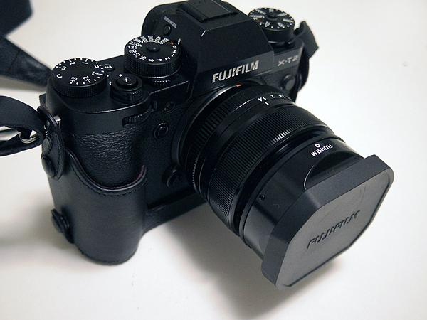 ボトムケースを装着した富士フィルムミラーレス一眼X-T2