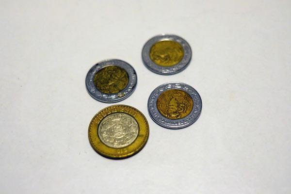 35mmのレンズでコインを撮影