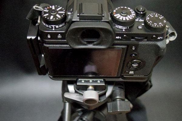 クイックリリースクランプにカメラをセット