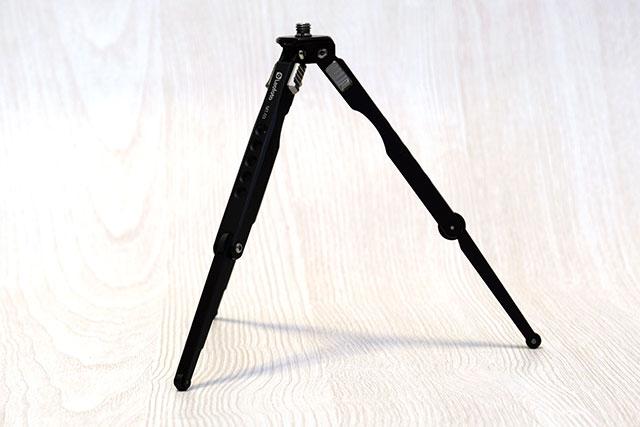 Leofoto テーブル三脚T-03の最大の特徴は折りたたみ式の脚