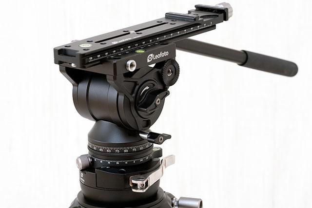 カメラの取り付けは多目的スライドプレート